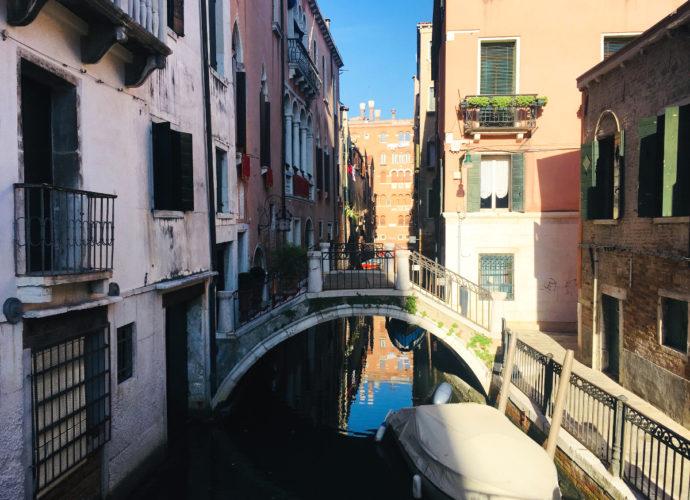 Most nad kanałem w Wenecji