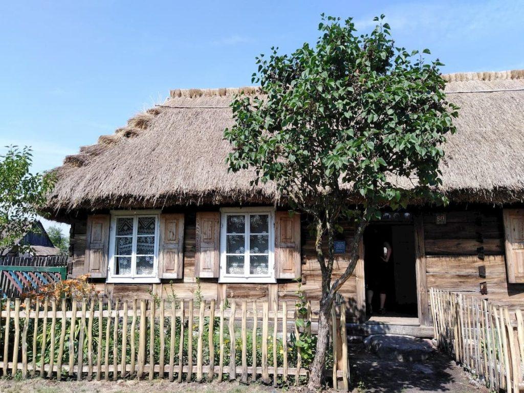 skansen w maurzycach chata drewniana