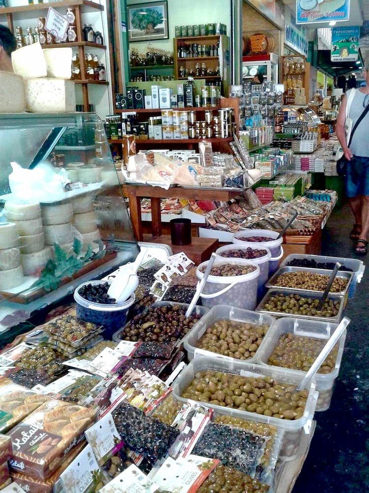 bazar z oliwkami w grecji